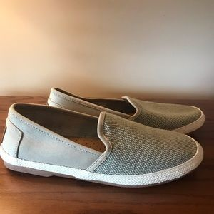 Brand new Toms sneakers